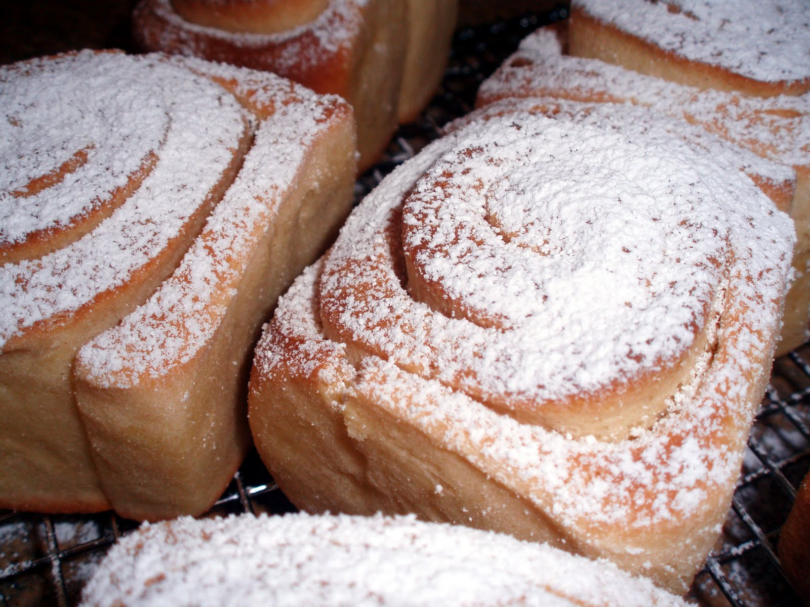 Pan de Mallorca (Puerto Rican Sweet Rolls)