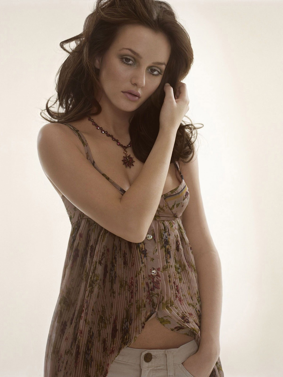 Leighton Meester Sexy Photoshoot - Hottest Pictures