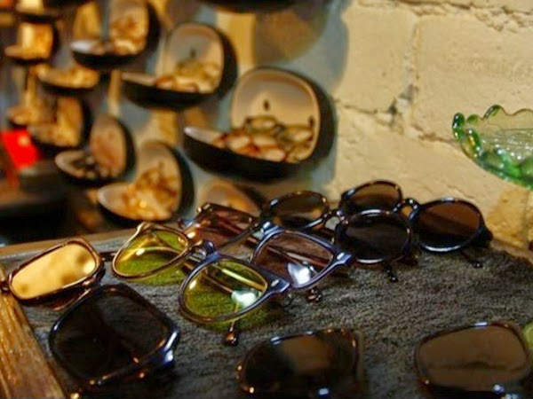 Vintage Glasses Shops And Their Popularity In China