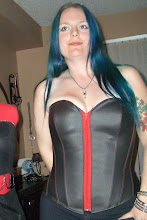 Amy&#39;s Black Vinyl Corset