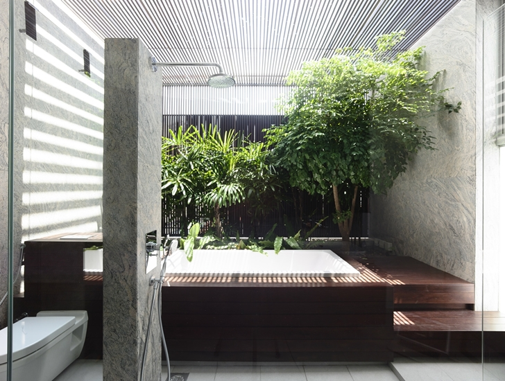 Bathroom in Jln Angin Laut dream home by Hayla Architects