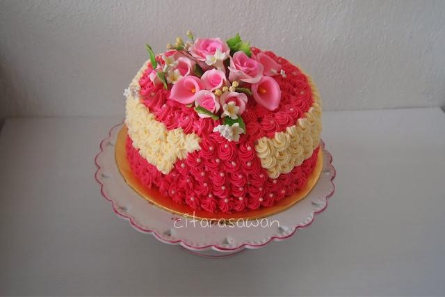 Kek Hantaran Buttercream bertema merah putih..