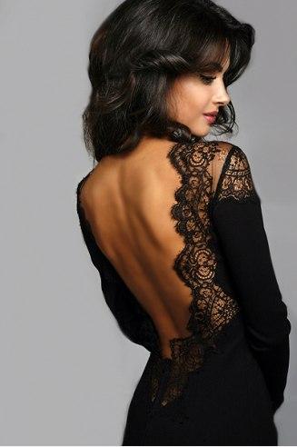 Открытая спина в платье