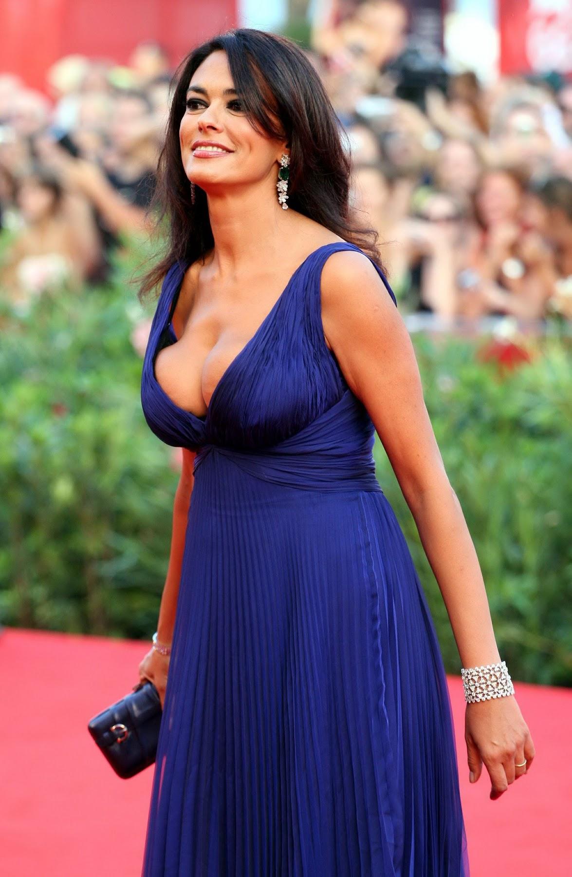 http://3.bp.blogspot.com/-B8c9sHucWAQ/TayG74MjSDI/AAAAAAAAALI/iabZr35U_LM/s1800/49198_Maria_Grazia_Cucinotta_66th_Venice_Film_Festival_Opening-Baaria_Premiere_020909_017_122_107lo.jpg