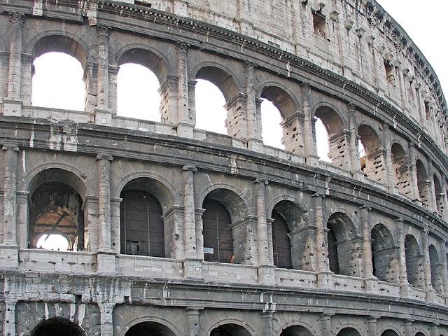 L'extérieur du Colisée de Rome - le mur extérieur