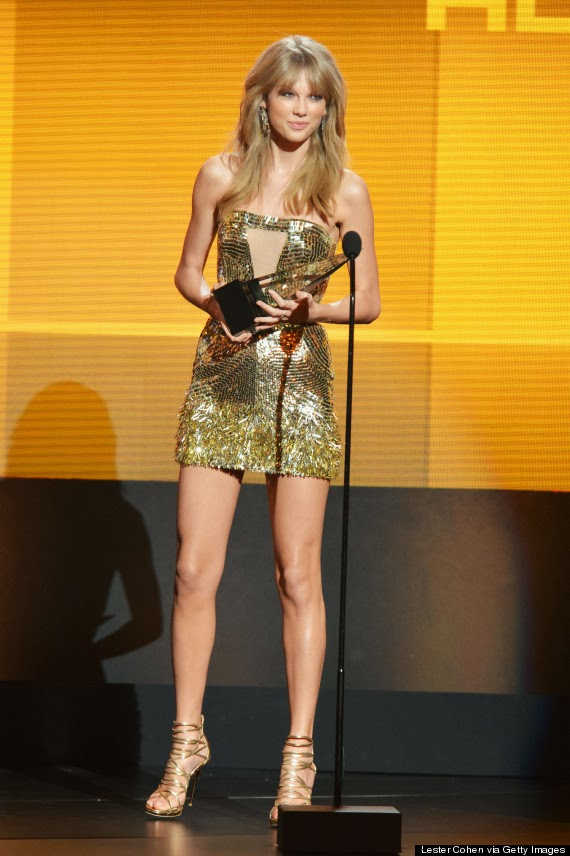 Stunning: Taylor Swift's Dress AMA awards