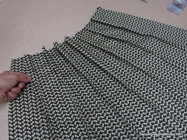 como hacer pinzas en una falda