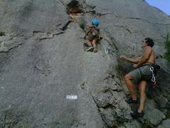 Héctor escalando