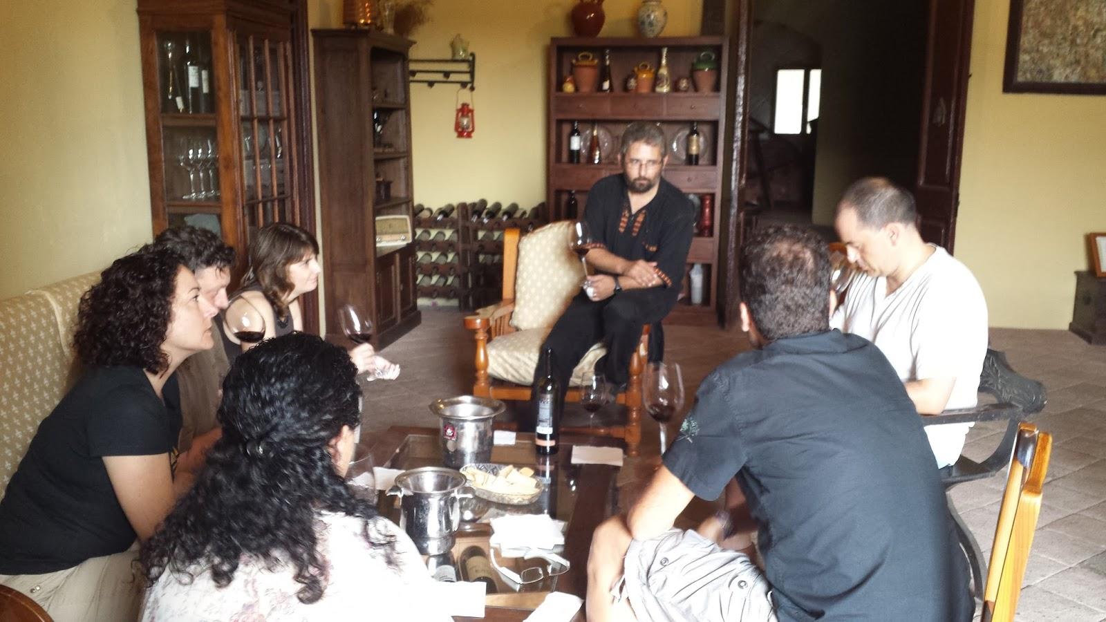 Visita haciendo cata de vino con Albert Rotllan