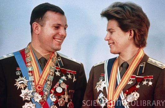 Fotos de Yuri Gagarin S625008-Yuri_Gagarin_and_Valentina_Tereshkova-SPL