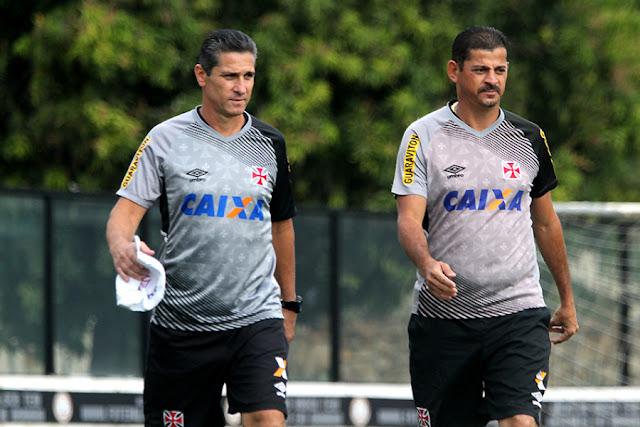 Jorginho (à dir.) garante que o Vasco jogará com muita disposição diante do Flamengo (foto: Paulo Fernandes/CRVG)