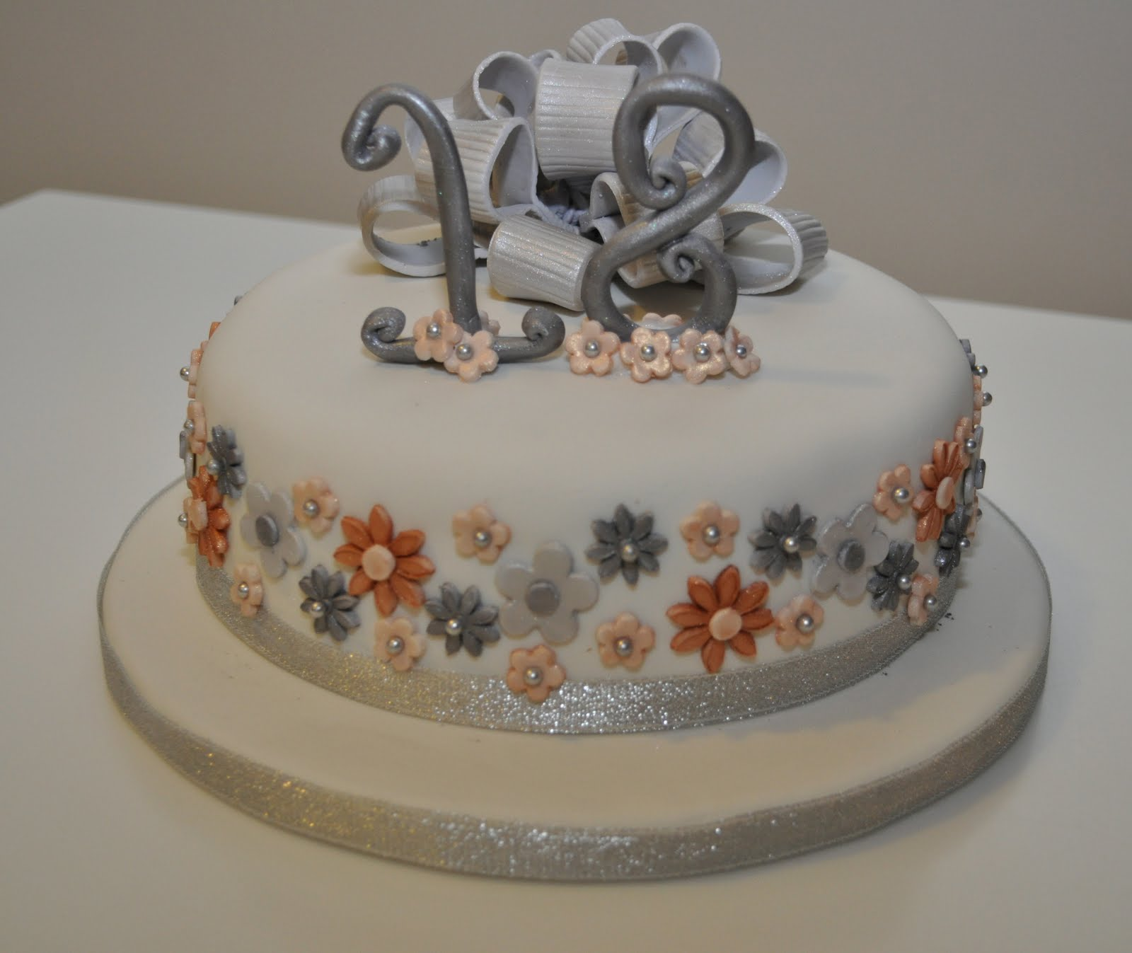 Amazing Cakes: Simply Amazing Cakes: 18th Silver & Gold Birthday Cake