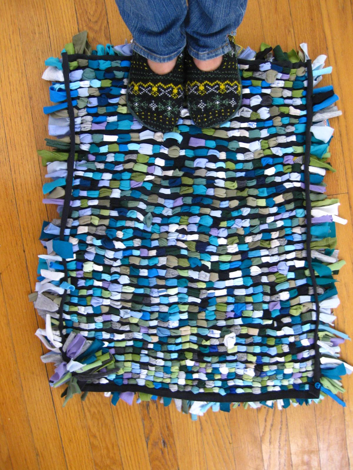 Crafty life t shirt shag rug tutorial for Easy rugs