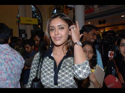 Hrishita Bhatt foto