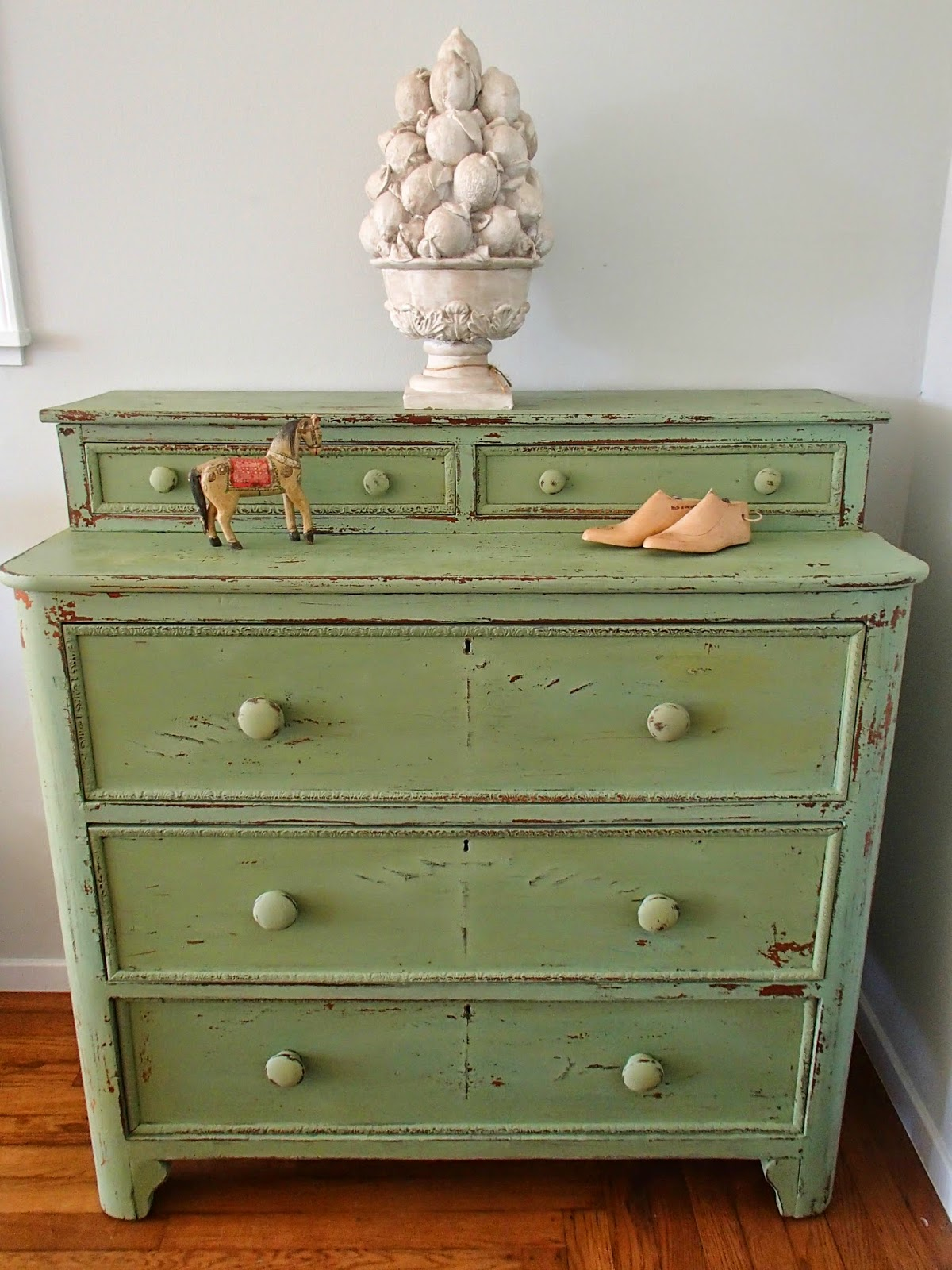 d d 39 s cottage and design another lucketts green chippy dresser. Black Bedroom Furniture Sets. Home Design Ideas