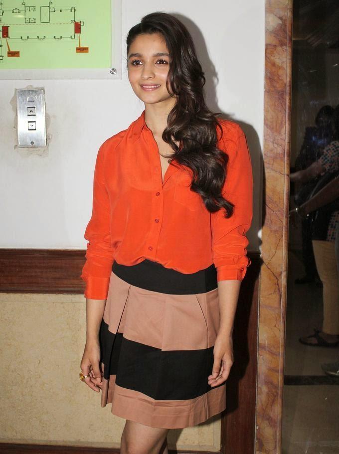 http://3.bp.blogspot.com/-BA2VE29RVKg/UzUdot-lz-I/AAAAAAAAnSg/jFPXxxxN1As/s1600/Alia+Bhatt+&+Arjun+Kapoor+at+film+2+States+Promotion+(5).jpg