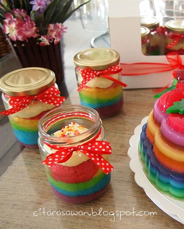 Rainbow Cake in a Jar, ai rainbow lagi.. minggu ni dapo K1 penuh ...