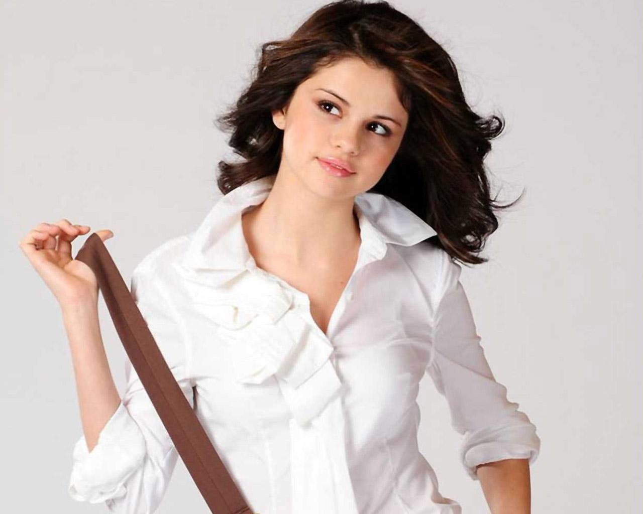 http://3.bp.blogspot.com/-BAHBOHGepbg/T04TQPrmERI/AAAAAAAAAww/0vm75kP6cis/s1600/Selena-Gomez-Wallpaper.jpg