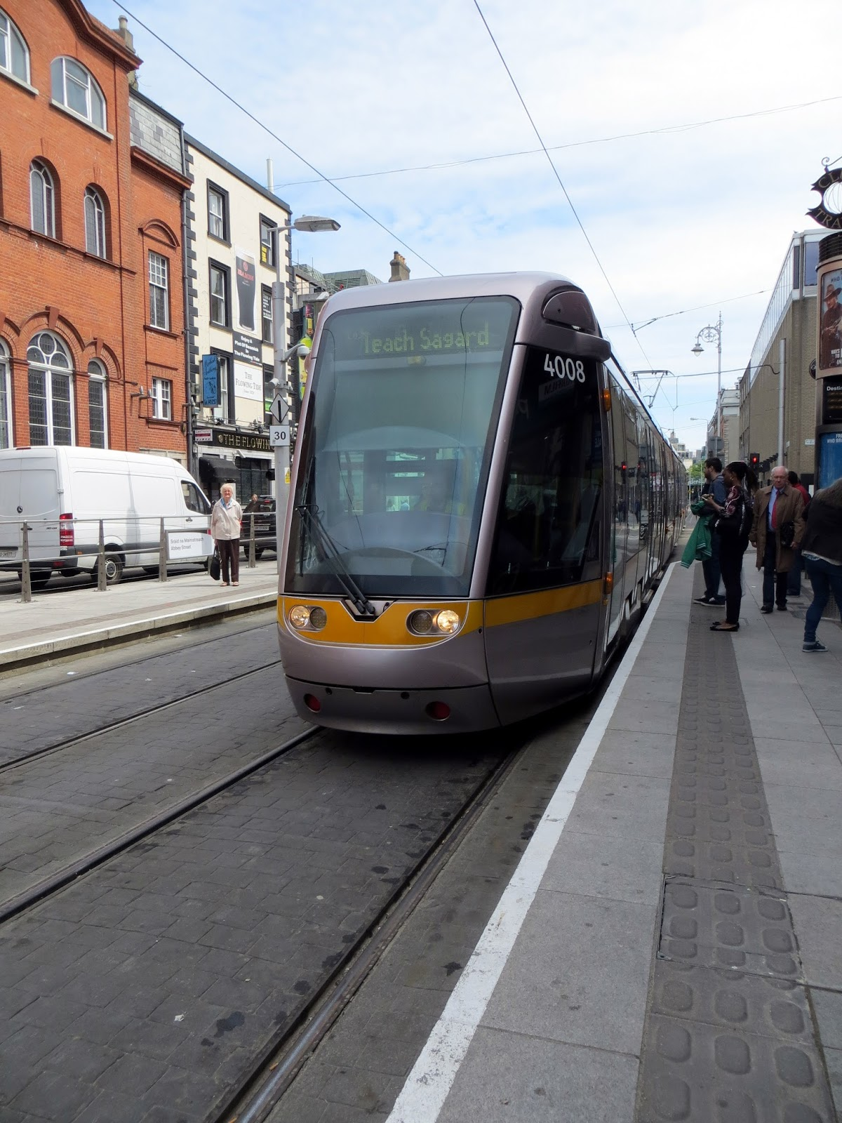 LUAS, Tram, Dublin, Ireland, Europe, things to do in dublin, guide to dublin, travel blog, travelling, the custom house, liffey, ireland photography, dublin photography, eire, Guinness, temple bar, irish pub, traditional, cobbled street, beautiful, dublin spire, O'Connell street, post office