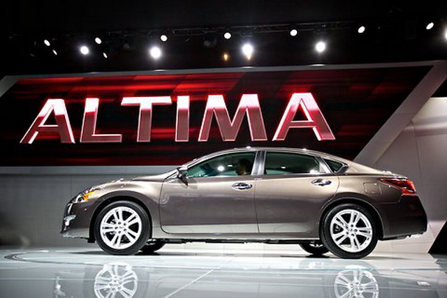 a car Nissan Altima 2014