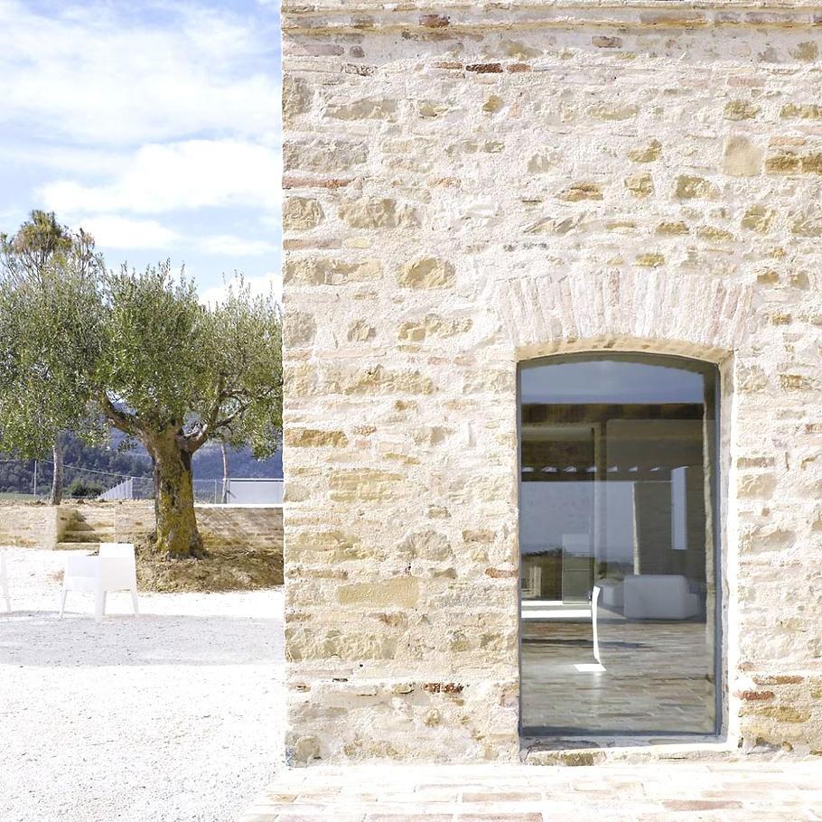 Farmhouse In Treia Italy