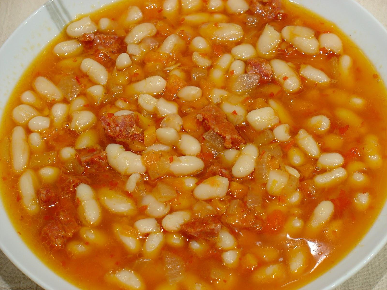 Cocina con juande judias blancas con chorizo - Judias con chorizo y patatas ...