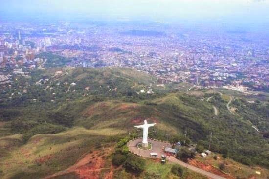 Cristo Rey, Santiago de Cali, Colombia. Desde el aire.