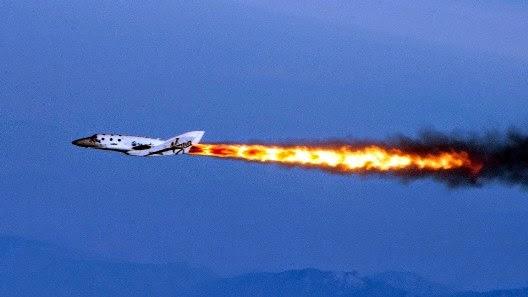 Το πυραυλοκίνητο αεροπλάνο Galactic's SpaceShipTwo σε δοκιμαστική πτήση.
