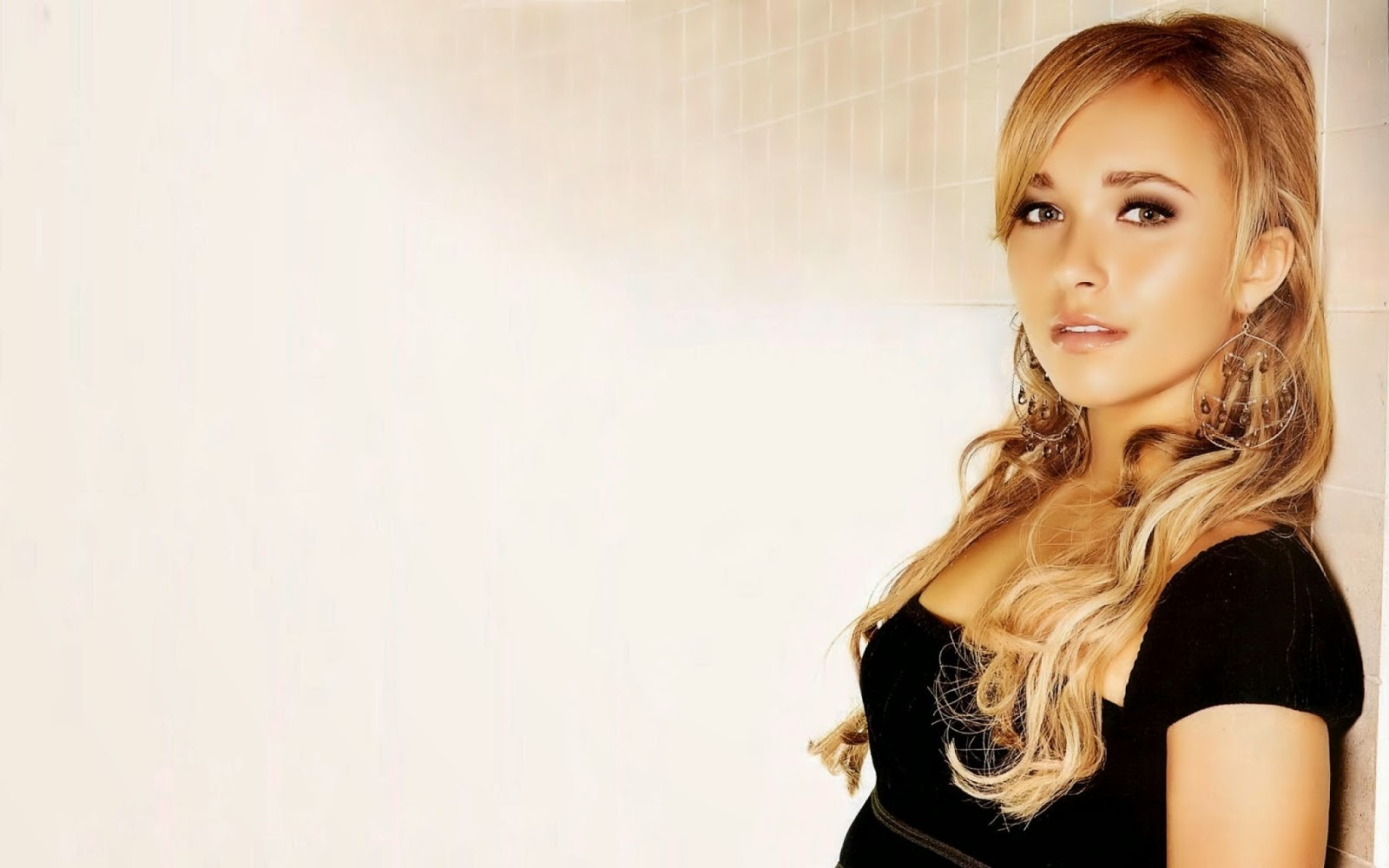 Hayden Panettiere Best Hollywood Actress wallpapers