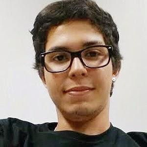 O estudante Felipe Lins prefere usar app para falar com a namorada