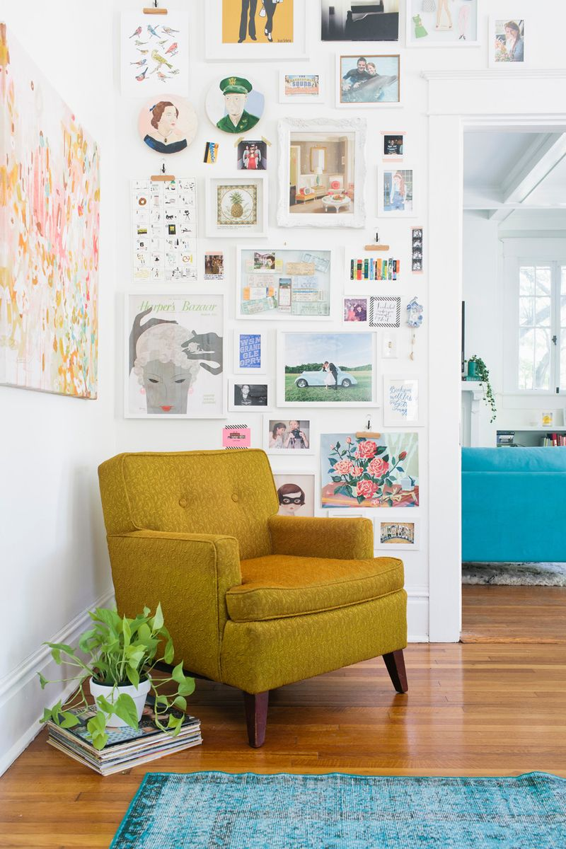 Turquoise yellow inspiration dans le lakehouse for Turquoise and mustard living room