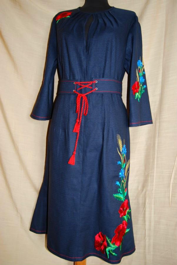 Вышитое платье с поясом - маки