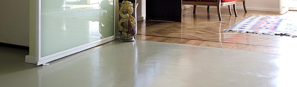 Coprire pavimento come rifinire il pavimento in vinile di - Coprire piastrelle con resina ...