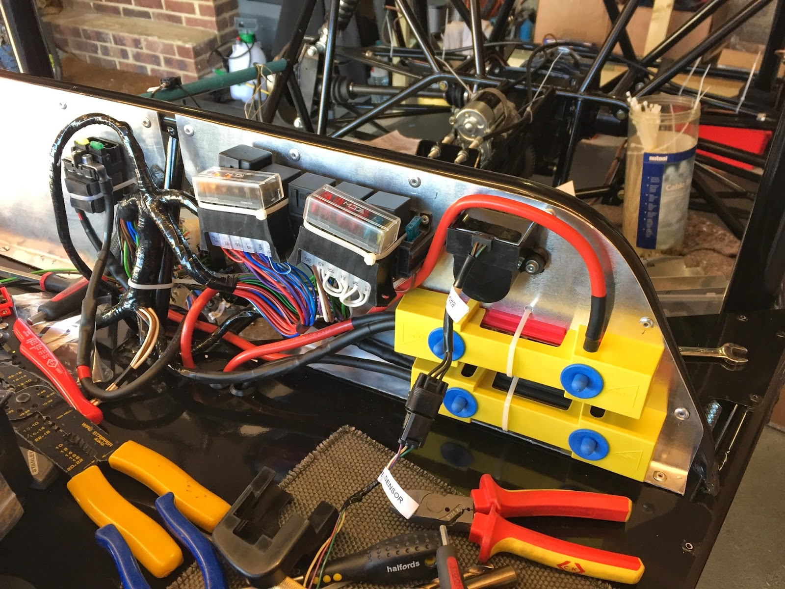 Knobby Mnr Vortx Cbr1000rr Blade Build More Wiring Car Fuse Box Short Not That Happy With The Location But Cables Are So Its Difficult To Mount Then In Any Other Position