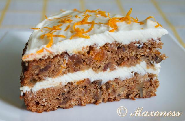 Ароматный морковный торт с сухофруктами