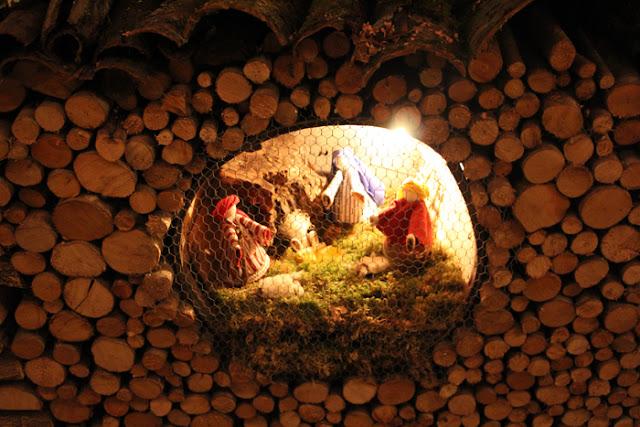 Krippe auf dem Weihnachtsmarkt in Canale