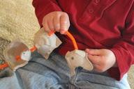 barbante e caixa de ovo,atividades de coordenação motora fina, atividades de coordenação motora, coordenação motora fina, coordenação motora,educação infantil, anos iniciais