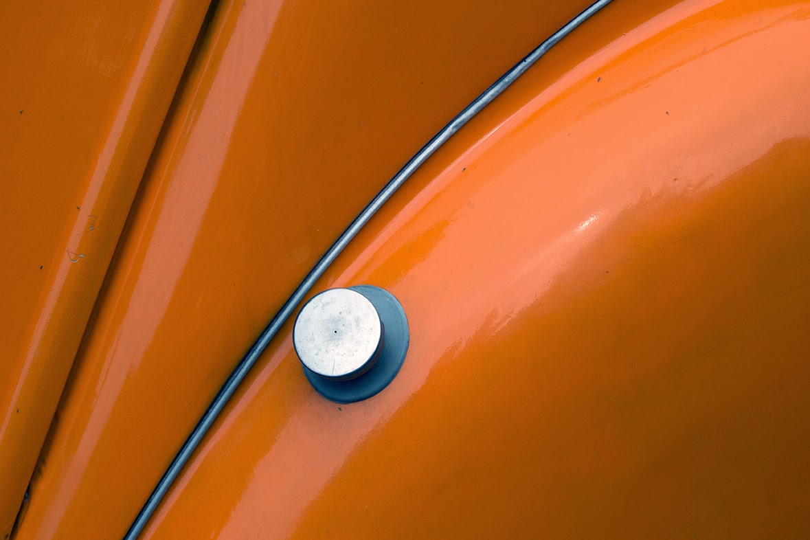 fuel filler cap on an orange Deux Chevaux