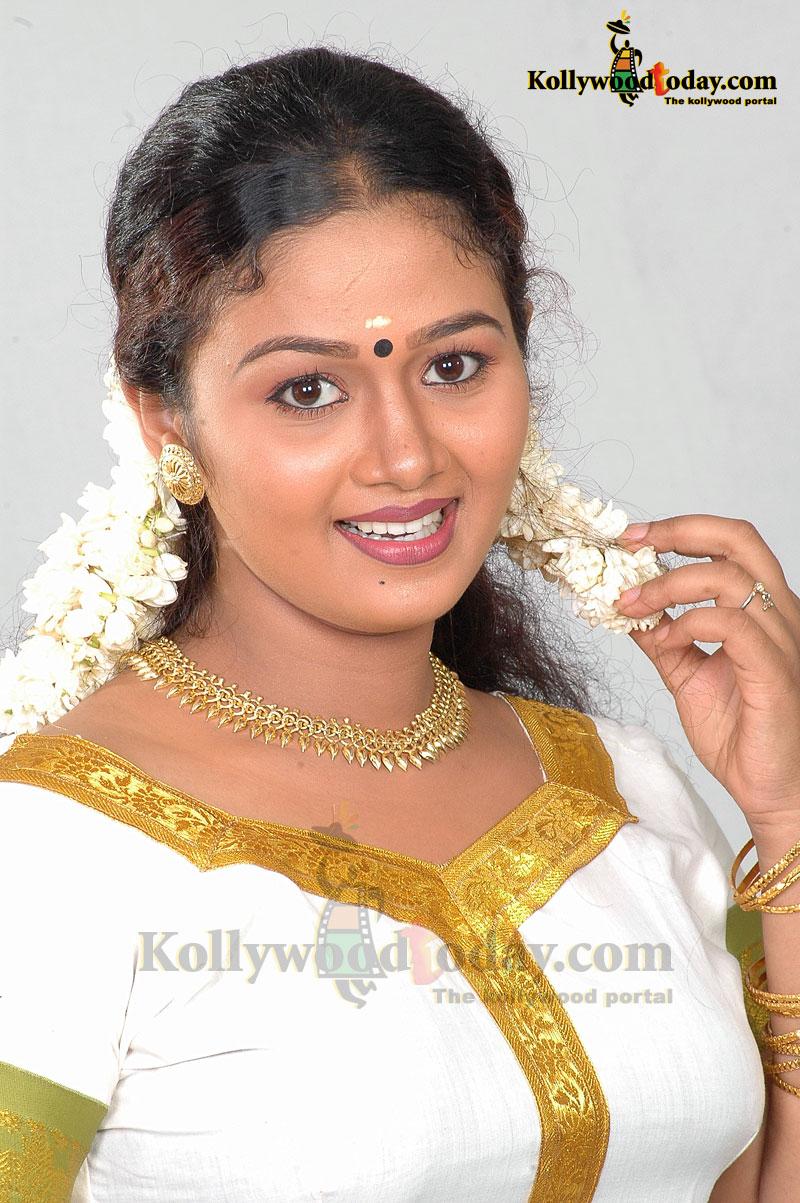 malayalam serial actress saranya sasi hot photos in saree and churidar