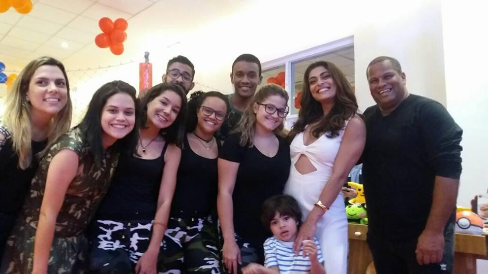 Juliana Paes se encanta com o Tititi Tatata