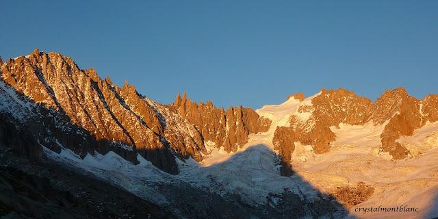 Coucher de soleil sur le bassin de Talèfre dans le Mont-Blanc