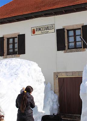 La nieve llegaba al primer piso en algunos puntos de Roncesvalles.