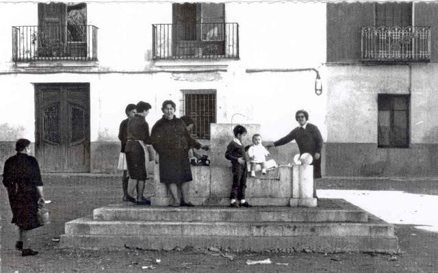 foto-antigua-torrebaja-fuente-publica