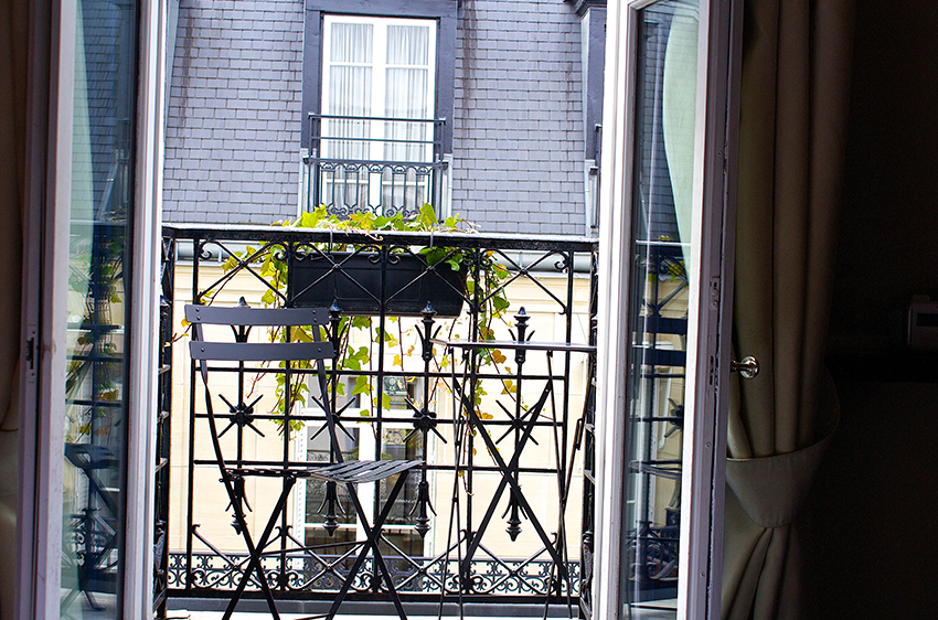 A real balcony mon hotel paris petite side of style for Hotels with balconies