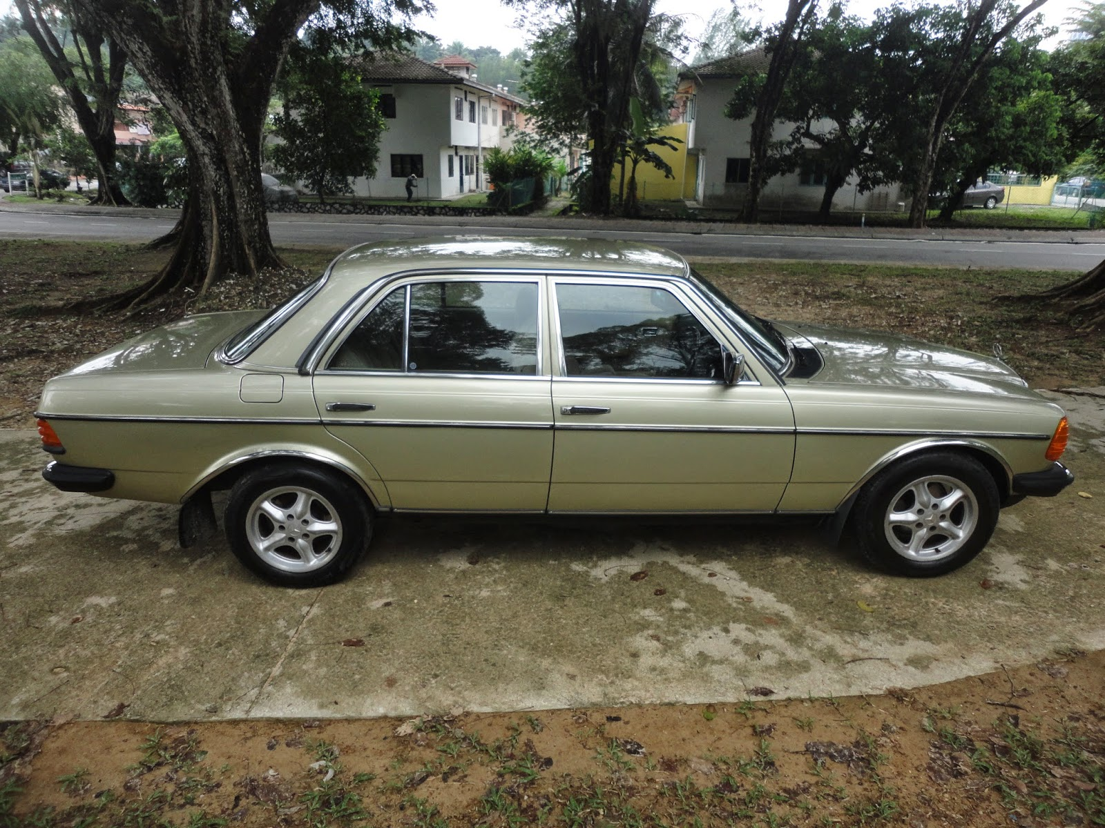 My daughter 39 s 1984 mercedes benz w123 230e langkasa for Mercedes benz 230e