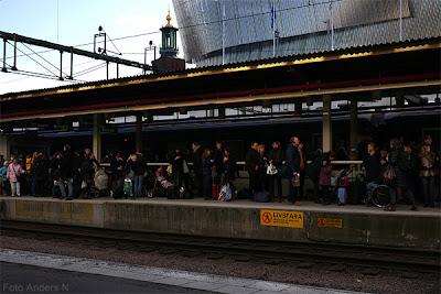 tåg, tågresenärer, perrong, spår, järnvägsstation, centralstationen, stockholm, stockholms central, stockholm c, stockholm waterfront, stadshuset, stockholms stadshus, förseningar, försenade tåg