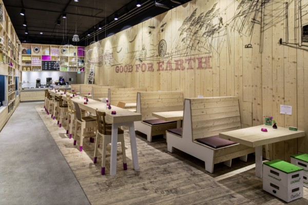 Ilia estudio interiorismo restaurante bio y tienda for Fachadas de locales de comida rapida