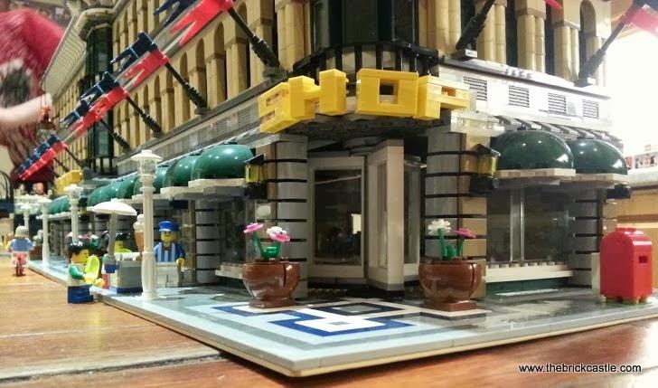 Grand Emporium set 10211 corner end shop