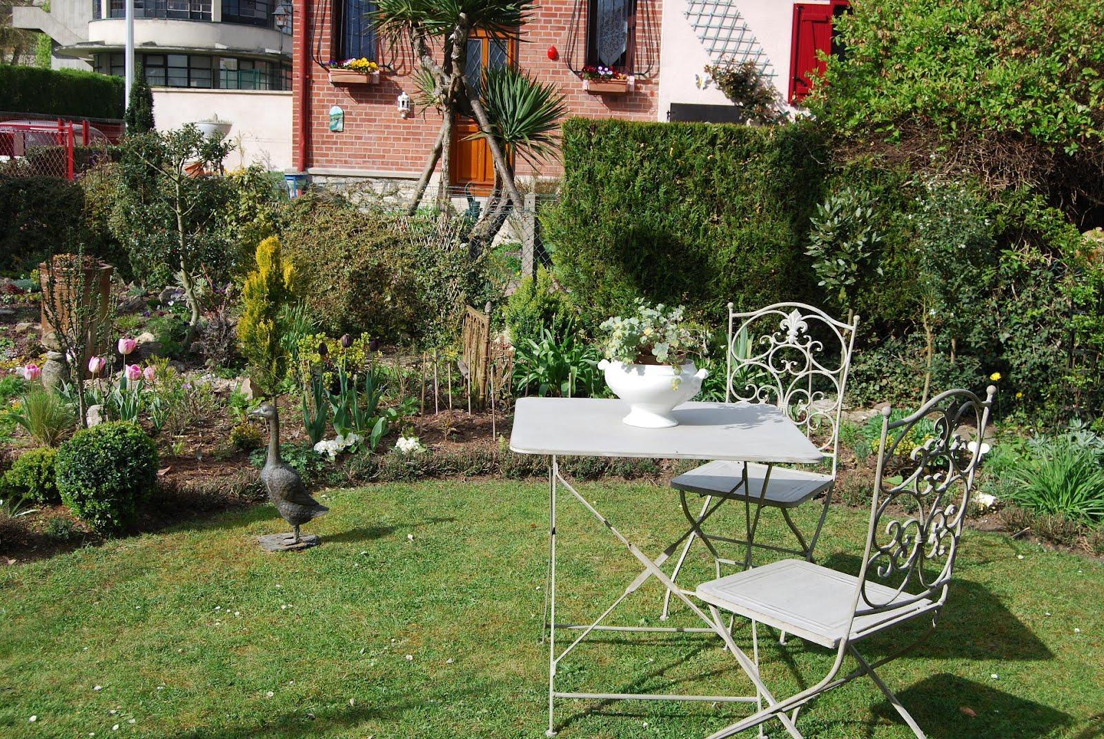 Jardin 100m2 latest retoucher un jardin de m paris e for Piscine jardin 100m2