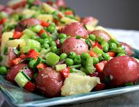 Salada de Batata com Ervilhas, Aipo e Pimentão (vegana)